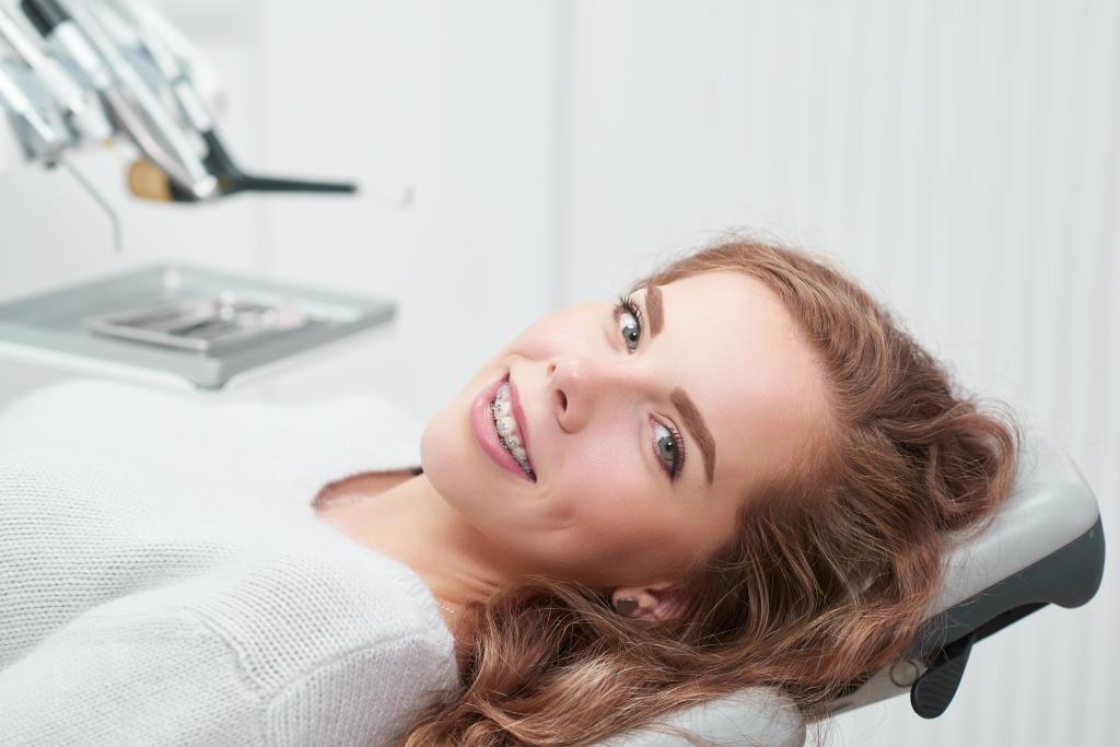 Herndon braces | Happy girl with braces.